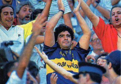 <span style='color:#FFF;font-size:12px;text-transform: uppercase;background-color:#289dcc;'>FIN DE UN MITO</span> </br> Diego nunca fue de Independiente, era hincha de Boca desde la cuna